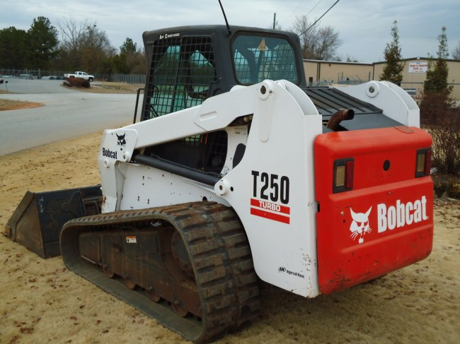 Гусеничный мини погрузчик Bobcat T250