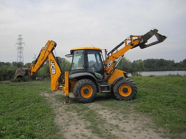 Трактор для выравнивания участка