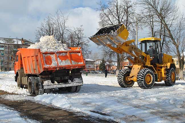 Уборка и вывоз снега спецтехникой